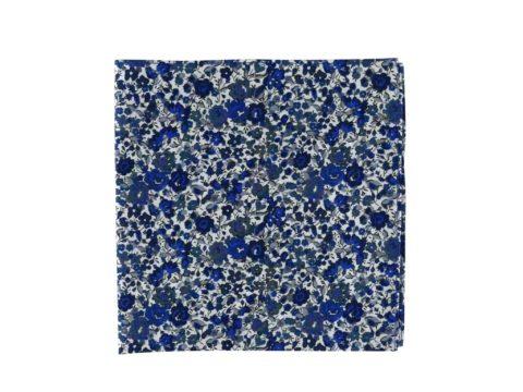 Pochette de veste à fleurs bleues, modèle Alex. Bleus marine, saphir et moyen. Fond blanc