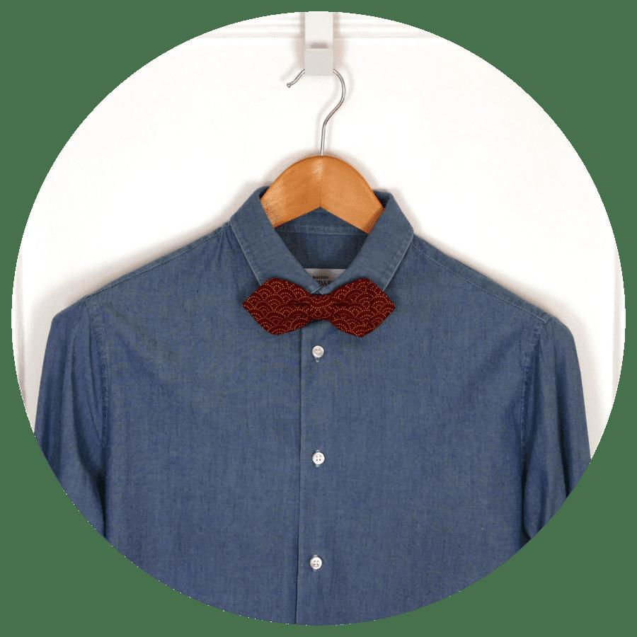 noeud papillon rouge chemise en jean hispter