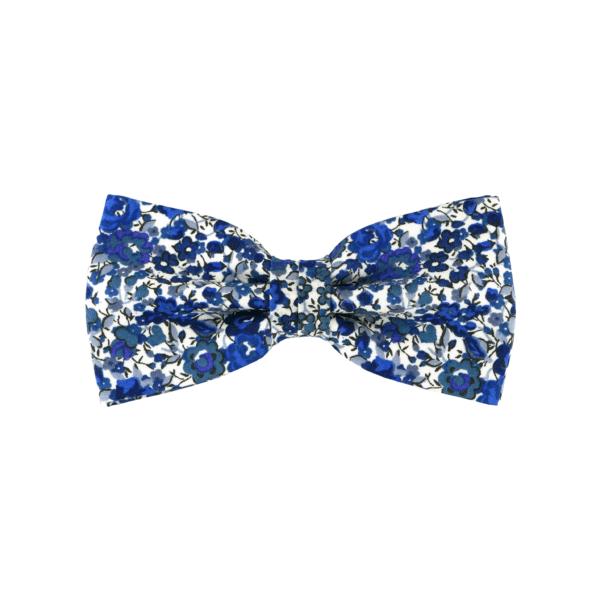 noeud papillon à fleurs bleues, choix de nouage et de forme, ici CLASSIQUE