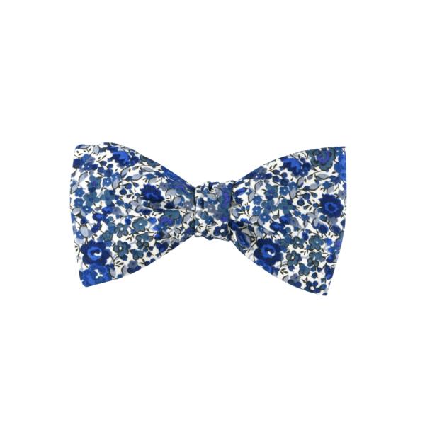 noeud papillon à fleurs bleues, choix de nouage et de forme, ici A NOUER