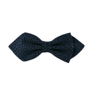 Noeud papillon bleu marine de differentes formes, ici pointue