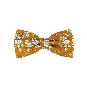 noeud papillon couleur moutarde à fleurs Liberty, choix de nouage et de forme, ici CLASSIQUE